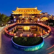 天猫 三亚亚龙湾华宇度假酒店2-4晚+双早+双正餐1388元起/2晚/间(亲子游)