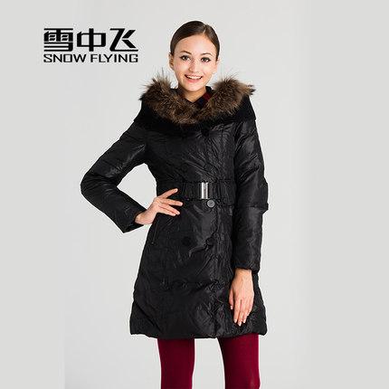 99元包邮(199-100)雪中飞 女士中长款毛领修身连帽羽绒服