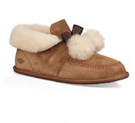 2017新款 UGG Kallen Pom Pom 毛毛球雪地靴  90美元约¥596(天猫1280元)